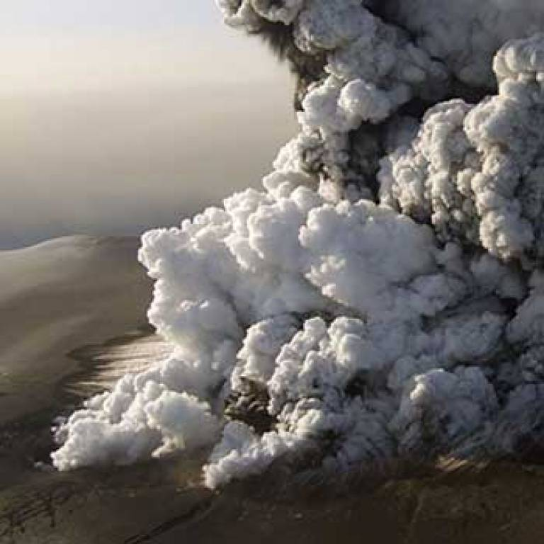 A column of ash rising from the Eyjafjallajökull volcano (credit: Stromboli online - Volcanoes of the World).