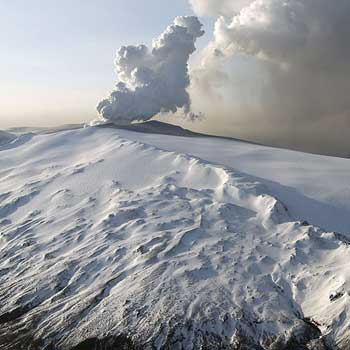 Approaching the Eyjafjallajökull stratovolcano complex (credit: Stromboli online - Volcanoes of the World).