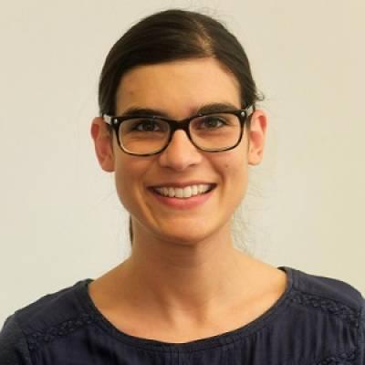 Dr Claudia Bruns