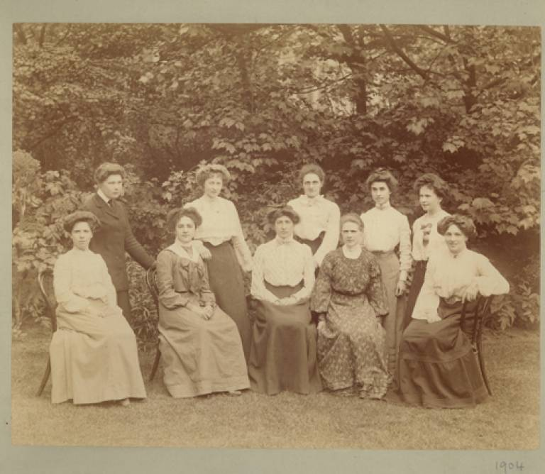 1904 School of Pharmacy Students