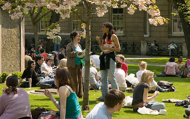 Students in UCL Quad