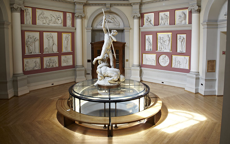 Photo of a statue in the Flaxman Gallery