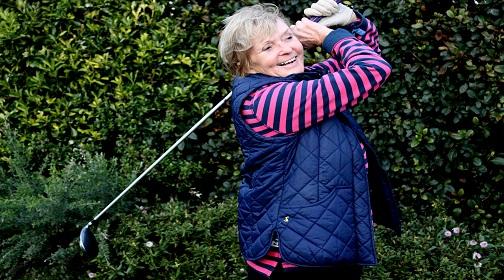 Older lady playing golf