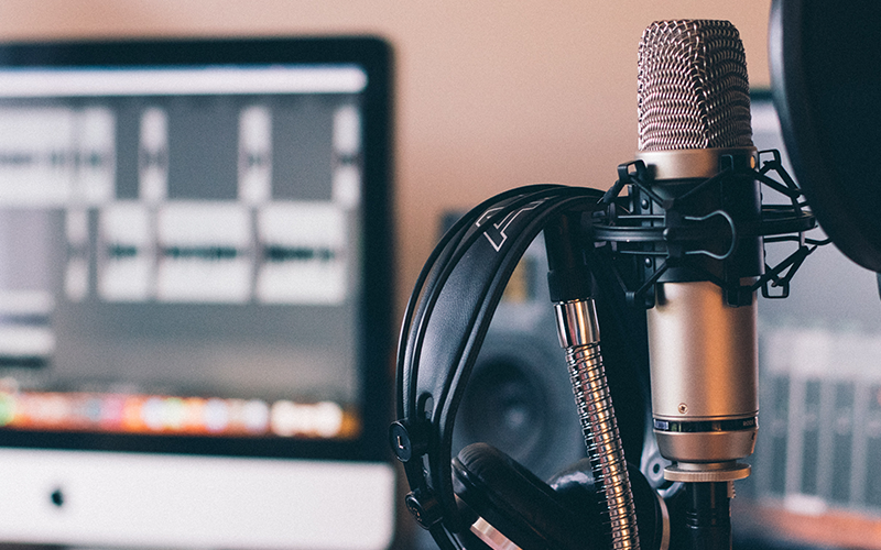 an image of a podcast recording setup.