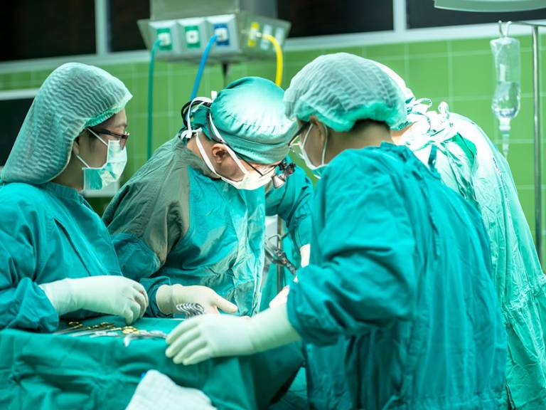 hospital_surgery_team_working_in_operating_theatre.jpg
