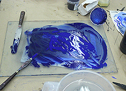 Blue plate on pallette