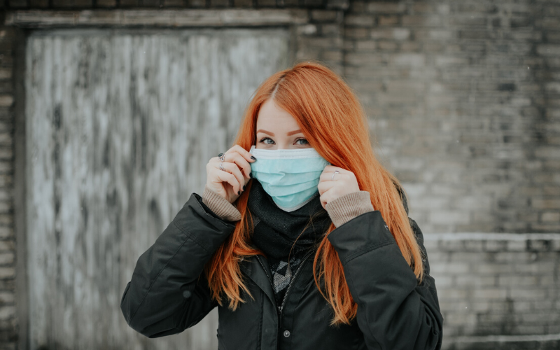 girl with clinical face mask
