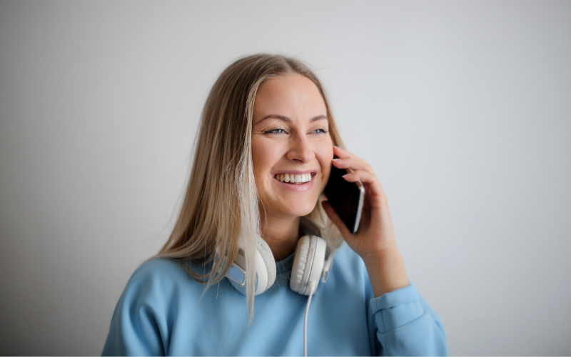 A female student on the phone, smiling