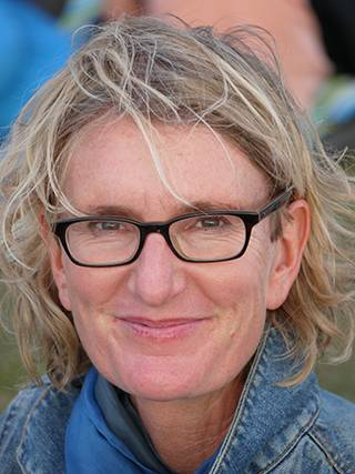 Dr Carola Hieker