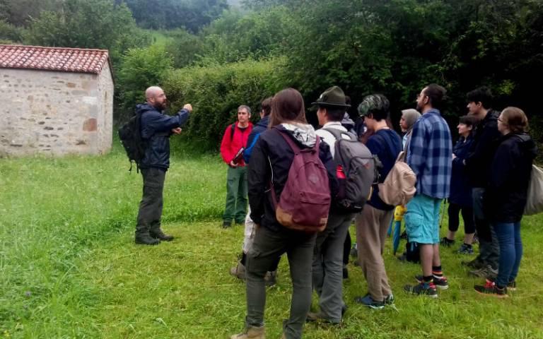 Dr Moshenska leads a field trip