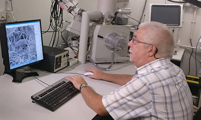 Dr Steve Gschmeissner