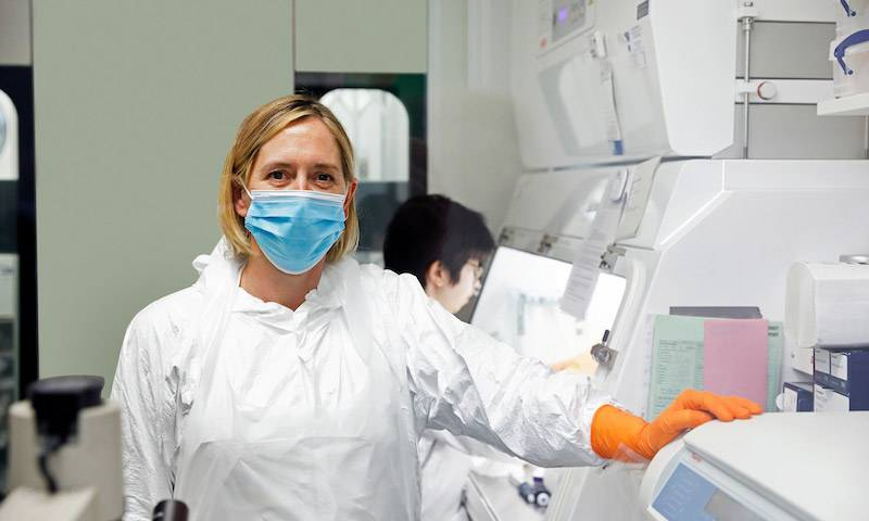 Dr Clare Jolly investigates SARS-CoV-2. (photo courtesy of Nick David www.nickdavid.co.uk)
