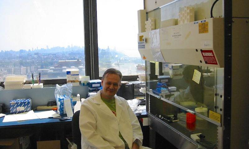 Greg Towers on sabbatical in Steve Goff's Lab, New York 2002