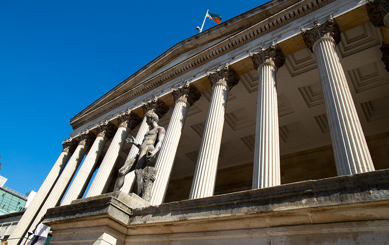 Image of UCL's portico from the side