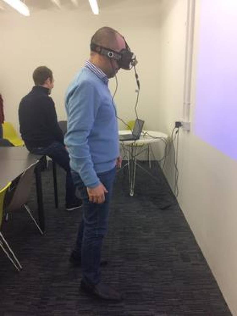 Rodrigo Firmino trying out a virtual reality headset at the Bartlett
