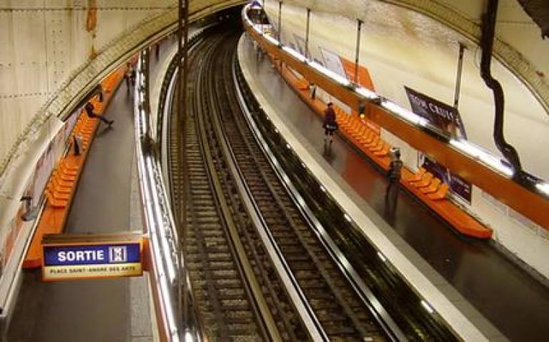 Metro de Paris Ligne 4 Saint Michel - April 2005 (Credit: Omar Omar on Wikimedia Commons)