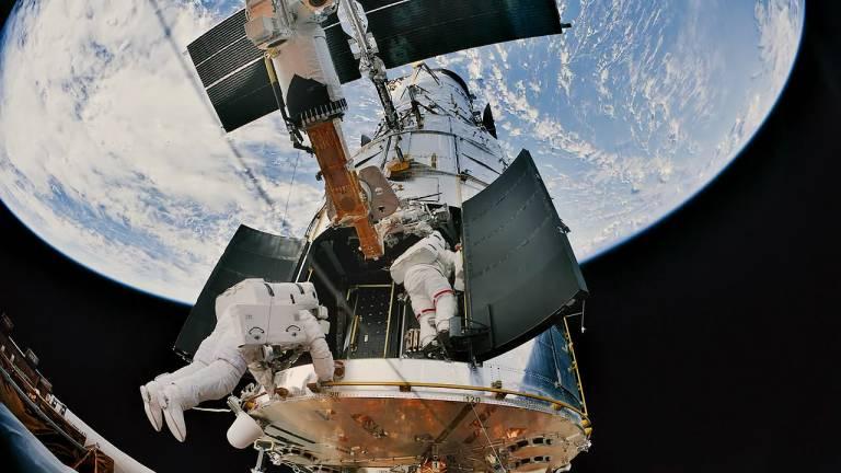 Hubble service 4
