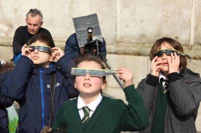 Viewing the Sun in the UCL Quad…